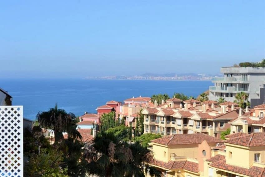 613_3_bedroom_apartment_in_Torrequebrada_with_sea_views_and_walk1